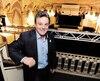 Le directeur général du Château Frontenac, Robert Mercure, souhaite que les vedettes du rock pensent à la salle de bal du célèbre hôtel lorsqu'elles cherchent un endroit où se produire, à Québec.