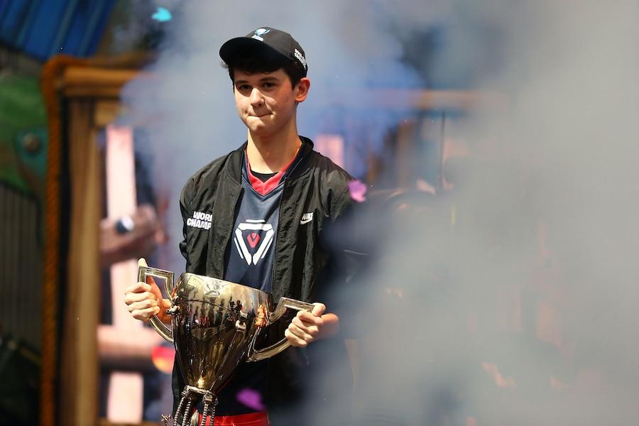 Image principale de l'article Le champion de Fortnite se fait swatter en direct