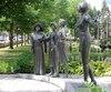Le monument en hommage aux femmes en politique vaut le détour.