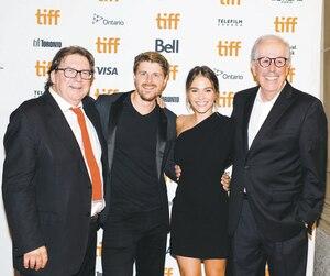Denys Arcand et les acteurs de son film,Rémy Girard, Alexandre Landry et Maripier Morin, ont foulé le tapis rouge du TIFF jeudi soir.