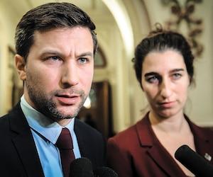 Le député solidaire Gabriel Nadeau-Dubois, photographié à l'Assemblée nationale hier, interpelle le premier ministre sur les changements climatiques dans un livre à paraître.