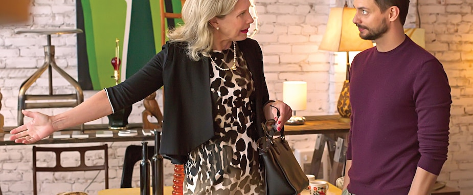 Ruth (Susie Almgren), qui n'approuve pas les choix de vie de son fils (Nico Racicot), ne s'est jamais bien entendue avec lui.