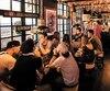 Les cafés cannabis, comme le Bulldog d'Amsterdam (photo), sont des commerces où les clients peuvent fumer du pot. Au Québec, de tels cafés seront interdits, mais le PQ promet de rouvrir la loi pour les autoriser.