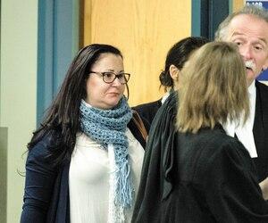 Adèle Sorella, qu'on voit sur la photo avec un de ses avocats Guy Poupart en novembre, a pris le chemin du pénitencier mardi.