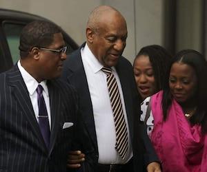L'acteur, devenu aveugle, marchait avec à son bras une des vedettes du «Cosby Show» qui a fait de lui une des vedettes les plus populaires du petit écran américain, Keshia Knight Pulliam.