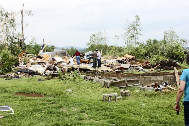 Les vents violents n'ont pas épargné cette grange sur le chemin du Tour du Lac à Sainte-Anne-du-Lac.