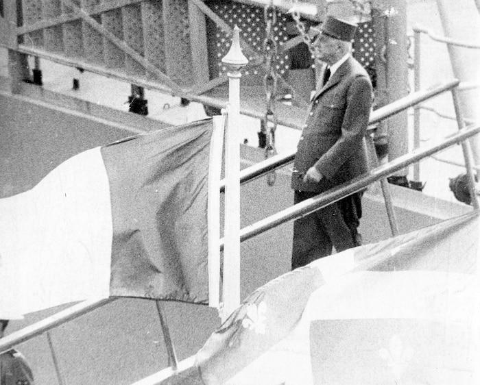 De Gaulle descend du Colbert.