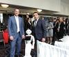 Le ministre de l'Éducation Jean-François Roberge en compagnie du chercheur Thierry Karsenti et de Pepper le robot, lors du dévoilement du cadre de référence sur le numérique.