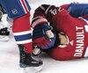 Phillip Danault frappé par un tir de Zdeno Chara lors de la deuxième période du match opposant les Canadiens de Montréal et les Bruins de Boston au Centre Bell. Montréal, 13 janvier 2018. PIERRE-PAUL POULIN/LE JOURNAL DE MONTRÉAL/AGENCE QMI