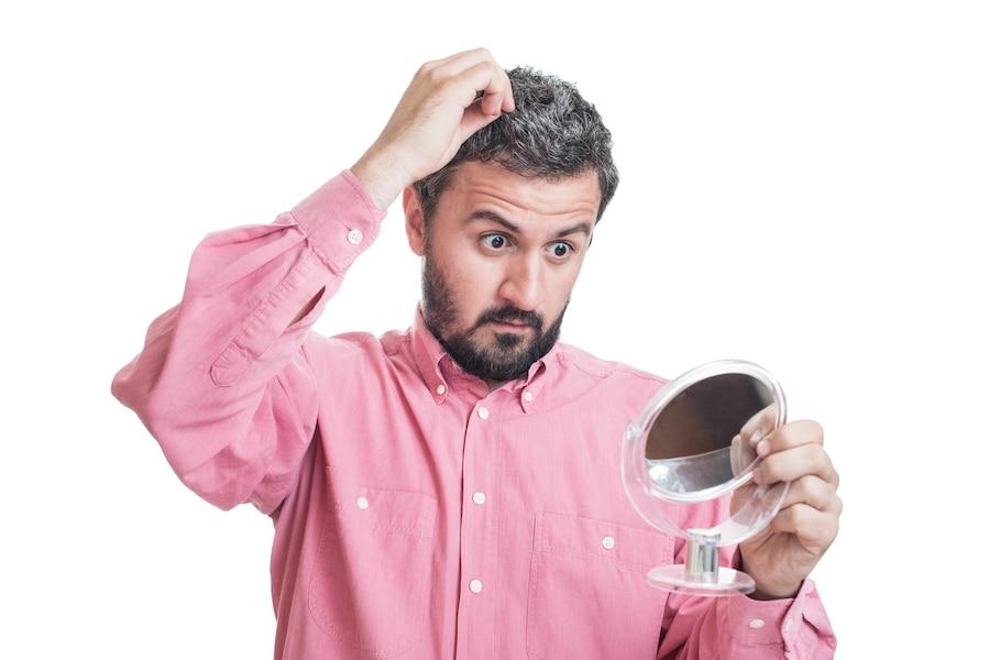 Cheveux gris homme stress
