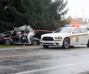 La voiture impliquée dans l'accident qui a coûté la vie à deux ados lundi à Joliette n'était plus qu'un amas de ferraille après le passage des premiers répondants, qui ont eu recours aux pinces de désincarcération pour libérer les jeunes.