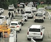 Hier, des syndiqués de la société d'État, affiliés au SCFP-1500, ont manifesté leur mécontentement, à Baie-Comeau. Ils ont bloqué l'accès à un stationnement, empêchant les véhicules de sortir ou d'entrer. Cette action pourrait être considérée comme un débrayage illégal.