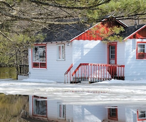 Une inondation «moyenne» sévit à Lac-Saint-Charles, où le danger d'inondation risque de s'accentuer d'ici le milieu de la semaine.