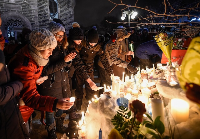 Des milliers de personnes se sont rassemblées lundi soir à la vigile de solidarité aux victimes de l'attentat dans une mosquée de Québec.
