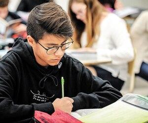 Sur la photo, un élève de l'école secondaire Cardinal-Roy, la meilleure école publique de la région de la Capitale-Nationale.