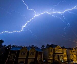Les experts prévoient des orages plus fréquents et plus puissants avec le réchauffement des températures causé par les humains.