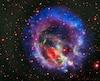 Cette image du Petit Nuage de Magellan a été composée d'images croquées par des télescopes terrestres et par Hubble.