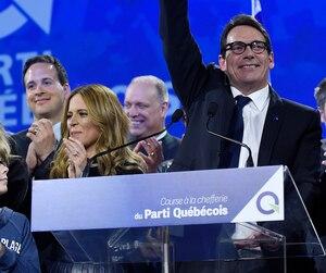 Entouré des siens et d'élus du Parti québécois, Pierre Karl Péladeau a célébré sa victoire, vendredi dernier.