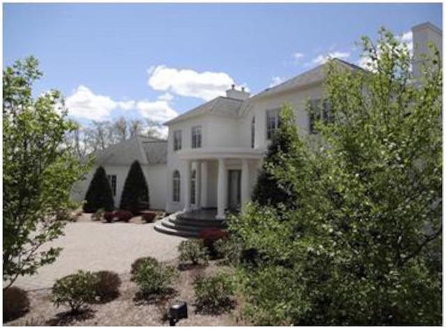 Jacques Matte, ex-avocat, vend sa maison de 6M$ aux abords du lac Memphrémagog.
