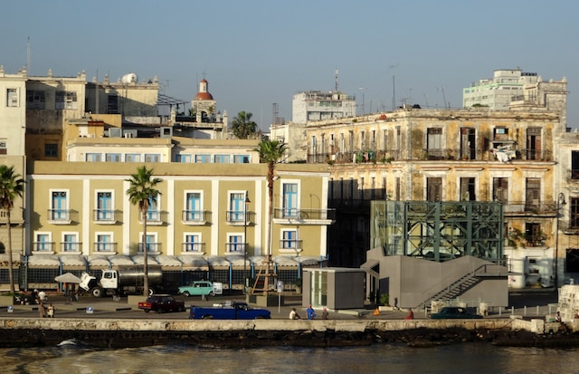 Arrivée à La Havane lors d'une croisière à bord du Louis Cristal.
