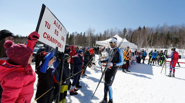 La petite Rose Bouchard, participante au 3km, avait aussi fait la route depuis Rimouski pour faire autographier le message qu'elle a voulu signifier à son idole Alex Harvey.