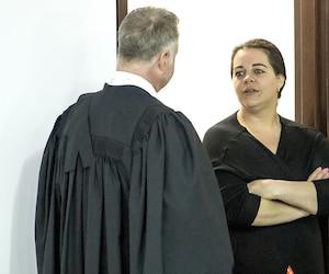 Stefanie McClelland subit son procès au palais de justice de Saint-Jean-sur-Richelieu. Elle est accusée notamment d'importation de drogue et d'abus de confiance.