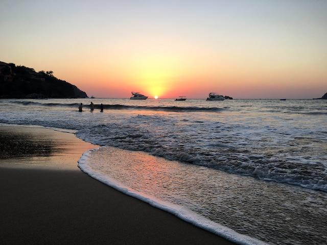 La côte du Pacifique offre  de magnifiques couchers de soleil.
