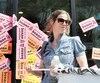 Hier, les syndiqués ont dressé des piquets de grève devant plusieurs magasins de la SAQ, dont celui-ci, dans la région de Montréal.