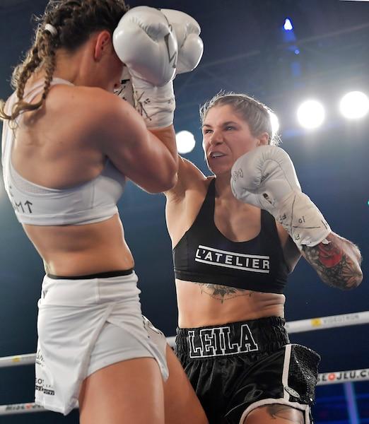 Dès le début du combat, la Tchèque Tereza Dvorakova s'est retrouvée le nez ensanglanté après des puissantes attaques de Leïla Beaudoin, qui a remporté son premier combat professionnel.