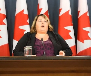L'Ombudsman des contribuables du Canada, Sherra Profit, en point de presse lundi.