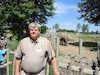 Alain Fafard, directeur principal des activités zoologiques du Zoo de Granby, tente de trouver un troisième éléphant africain pour accompagner Sarah et Tutume.