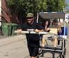 Joseph-Hughes Bélanger, un itinérant, s'est construit un rickshaw d'une valeur de 2500 $ et tente de lancer une petite entreprise sociale pour aider les gens à se sortir de la rue