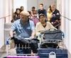Le regard inquiet Robert Lawrence et sa fille Leony Pravitha Lawrence se sont présenté les traits tirés à l'aéroport dimanche après-midi. Après s'être rapportés aux douaniers, ils ont attendu cinq heures avant leur déportation vers le Sri Lanka.