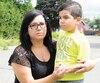Mélissa Garceau et son fils Antonio, hier, à leur résidence de Blainville.