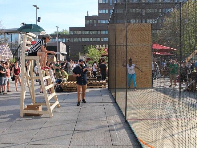 L'agence Machine Design Appliqué avait réalisé le Plyball aux Jardins Gamelin l'été dernier, un projet expérimental entre sport et performance.