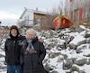 Pierre Bouchard et Rose-Marie Gallagher ont décidé de continuer d'habiter leur maison au bord du fleuve bien qu'ils soient en zone vulnérable.