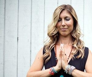 Mélissa Colleret enseigne aussi le yoga.