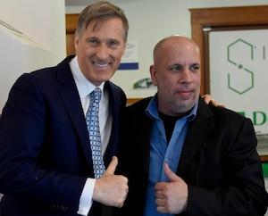 Le chef du Parti populaire du Canada, Maxime Bernier, et Ken Pereira