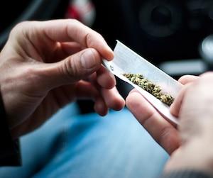 Ne fermant pas la porte à la consommation de marijuana sur le campus, l'Université Laval réclame de Québec des «balises claires» afin de déterminer où il sera possible ou non de fumer du cannabis dans les cégeps et universités de la province.