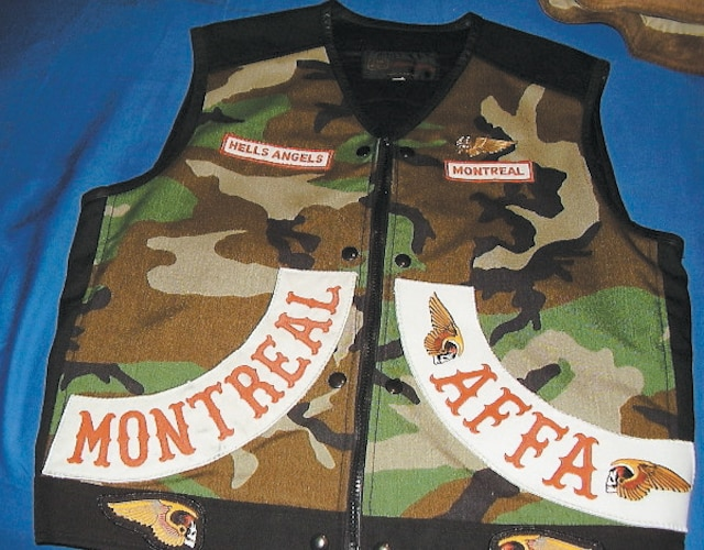 Une veste aux couleurs des Hells Angels portant l'inscription AFFA (Angels Forever Forever Angels) a été saisie.