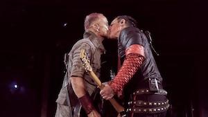 Des membres de Rammstein s'embrassent à Moscou