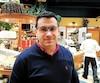 Le gérant du restaurant montréalais Dame Nature, César Narea, a une dizaine d'employés, dont plusieurs au salaire minimum. Il s'oppose farouchement au 12$ l'heure.