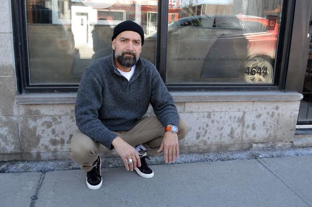L'entrepreneur Tony Campanelli.<br /> Campanelli Café & Boutique<br /> Aspergé d'huile (Mars 2015).