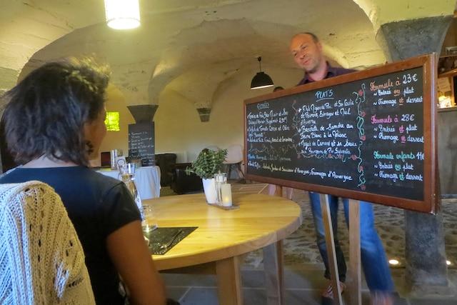 Qui dit Auvergne dit gastronomie, avec ses célèbres fromages connus mondialement et ses plats mijotés qui font les délices des amateurs de plein air.