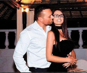Dominic Lacroix et sa conjointe Sabrina Royer-Paradis sont poursuivis pour 15M$ par la Securities and Exchange Commission.