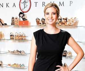 La fille du président américain, Ivanka Trump, vend ses souliers au Canada à La Baie d'Hudson, chez Walmart et sur Amazon.