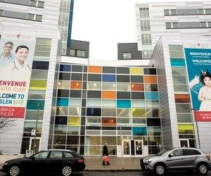 Le consortium dirigé par SNC-Lavalin a décroché le contrat du CUSM en 2010 après des pots-de-vin versés à deux ex-dirigeants de l'hôpital. Le coût de la construction et de l'entretien sur une durée de 30ans s'élève à plus de quatre milliardsde dollars.
