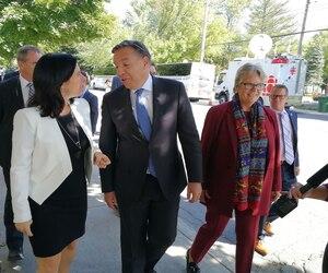 Le chef caquiste François Legault a rencontré la mairesse de Montréal, Valérie Plante, vendredi.