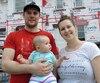 Davis Ward et et Pascale Thivierge craignent des retards dans la livraison de leur nouvelle maison en raison de la grève.