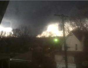 Image principale de l'article Il filme la tornade qui tuera sa femme